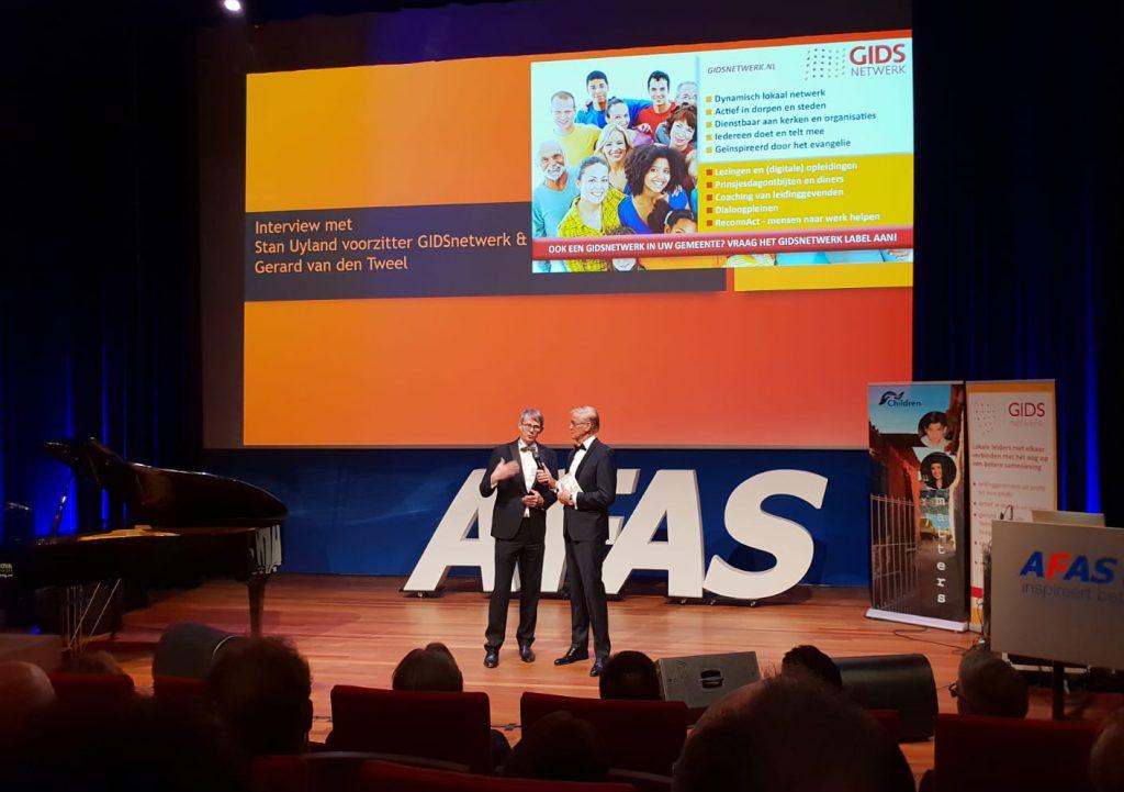 Stan Uyland mocht aan Jan van den Bosch vertellen, dat een invloedrijk netwerk lokaal, regionaal en landelijk van grote waarde kan zijn om kansen te benutten en problemen op te lossen om de vitaliteit van de samenleving te versterken.